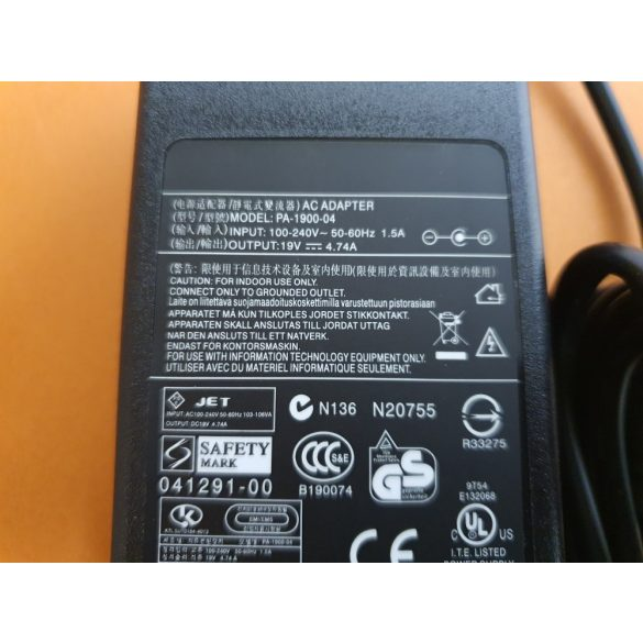 Acer laptop töltő 90W / 19V 4,74A / 5.5mm-1.7mm